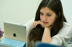 FE_DA_120802_ipad-high-school-student250x166