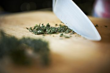 knife-cutting-herbs