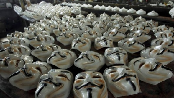 Factory in Sao Goncalo produces about 800 masks per day for demonstrations
