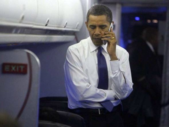 obama-cellphone-ap-640x480