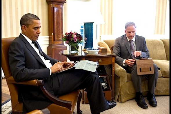 obama-ipad-briefing