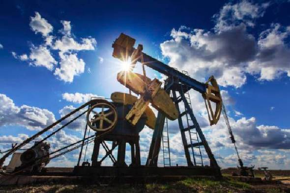 The hydraulic fracturing, or fracking, revolution has had the effect not only of swelling the domestic supply of gas, but of slashing the domestic price. (Photo: Thinkstock)
