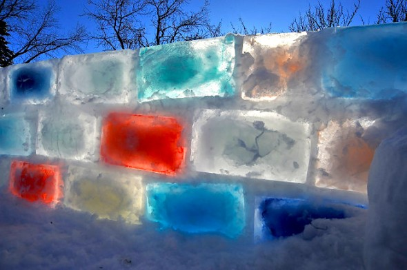 Construction of this amazing wall took 5 to 6 nights in temperatures ranging from -28 to -35C. Unspeakablefilth / Reddit