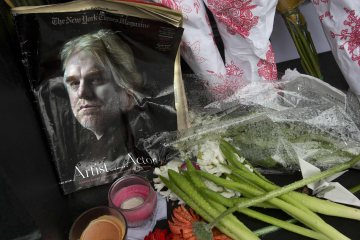 A copy of a New York Times Magazine with a photo of movie actor Philip Seymour Hoffman on the cover in a memorial in front of his apartment building in New York City, on Feb. 3, 2014. Carlo Allegri / Reuters