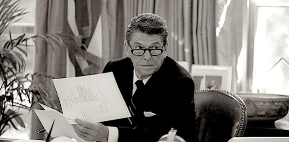 reagan-oval-desk