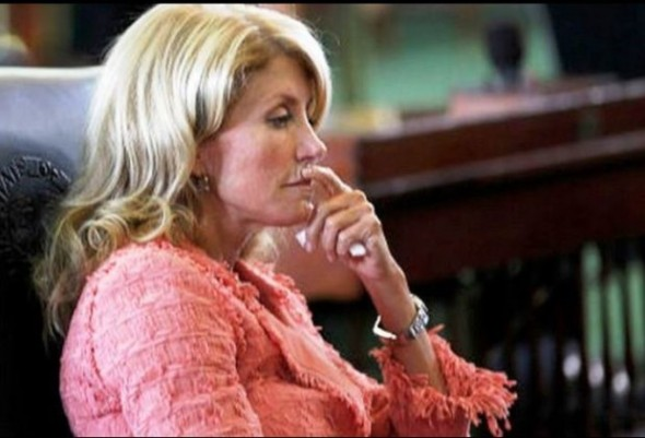 Wendy-Davis-Sitting-and-Thinking-620x422