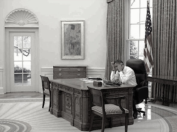 obama_alone_desk-BW