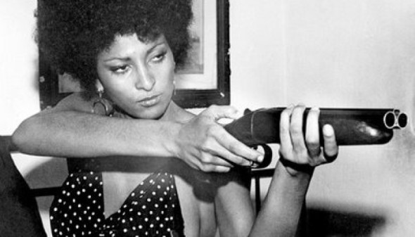 pam-grier-with-gun-700x4001