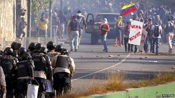 Riot police in Venezuela have clashed with anti-government demonstrators who were protesting against the arrest of two opposition mayors.