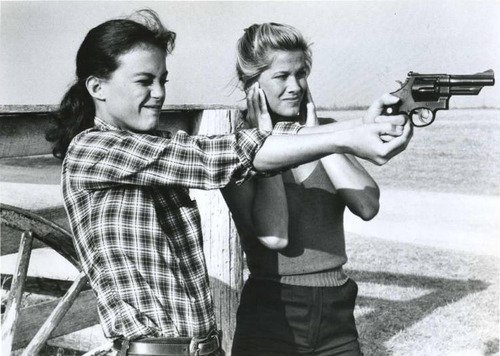 be-girls-guns