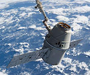 second-spacex-dragon-commercial-cargo-craft-canadarm2-march-3-2013-lg