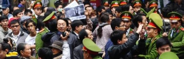 vietnam-china-sea-protest_police