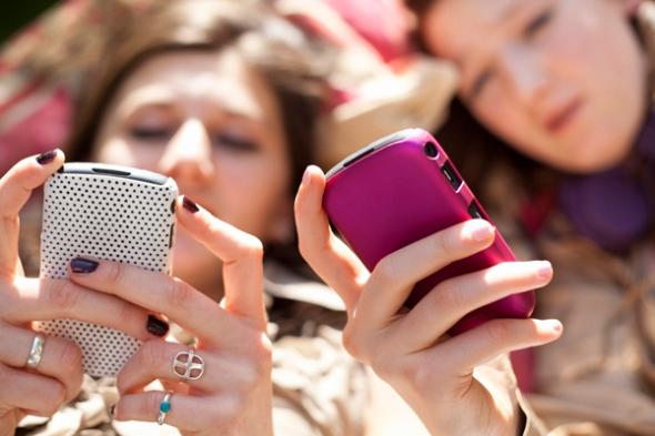 58dda_girls-texting