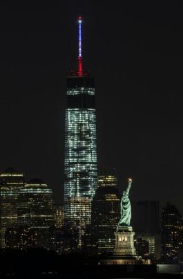 liberty-statue-one-world-trade-center-night