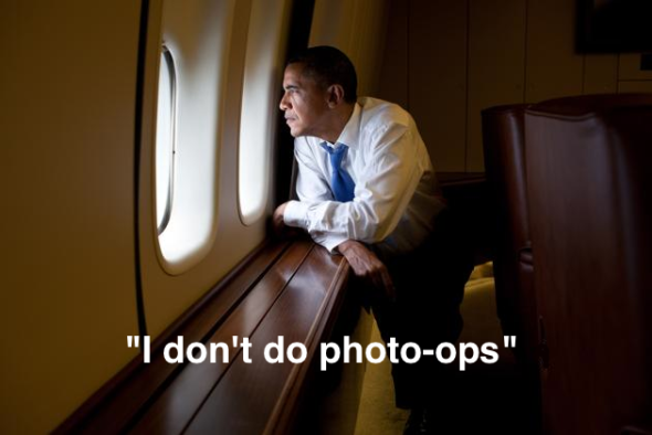 obama-window-airforceone-photo-op