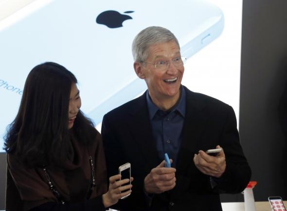 apple-tim-cook-china-mobile