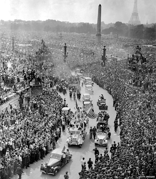 Crowds gathered to cheer French General Charles de Gaulle, 26 August 1944