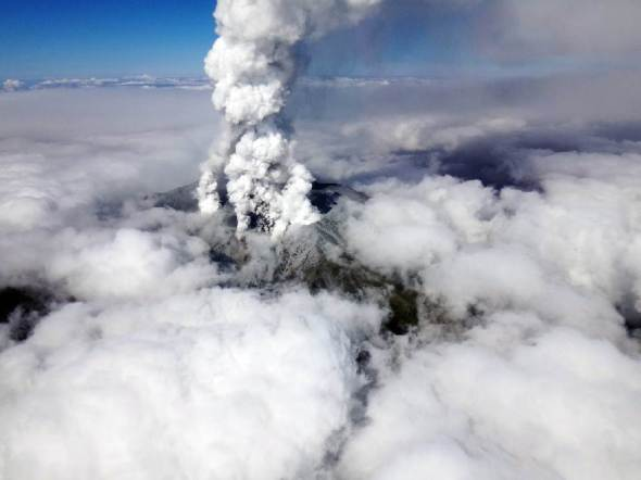 A picture taken by Nagano Prefectural Police on September 27, 2014 shows ash and smoke billowing from Mount Ontake (AFP Photo/)