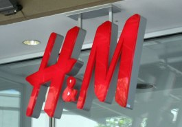 HM-Logo-Store-Sign