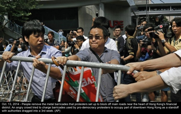 Hong Kong mob fights protesters-1