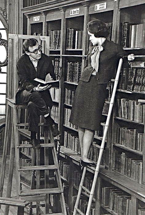 woody-bookshelf