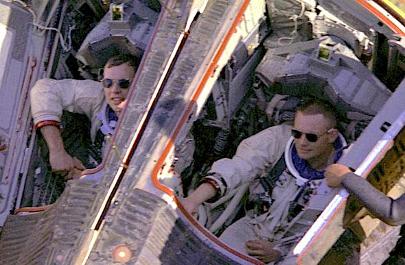 Gemini-V11-closeup-splashdown