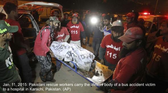 pakistan-bus-crash