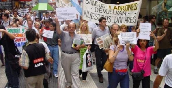Cacerolazo_Argentina_2001-2002