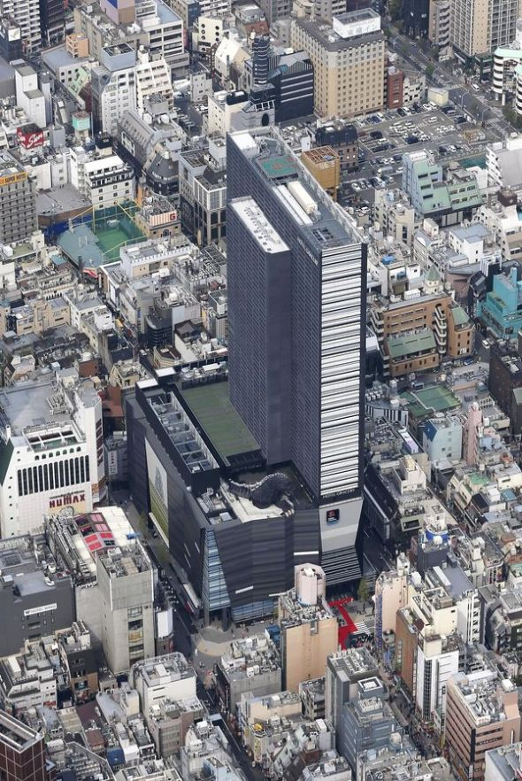 The Yomiuri ShimbunAn aerial photograph of the Shinjuku Toho building constructed on the site of the former Shinjuku Koma Stadium theater