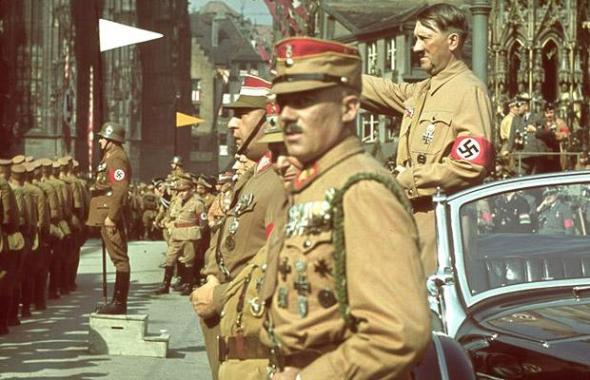 Hitler-Nuremburg-c_1417780i