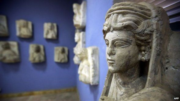Hundreds of artefacts from Palmyra have been taken to Damascus, Syrian authorities say