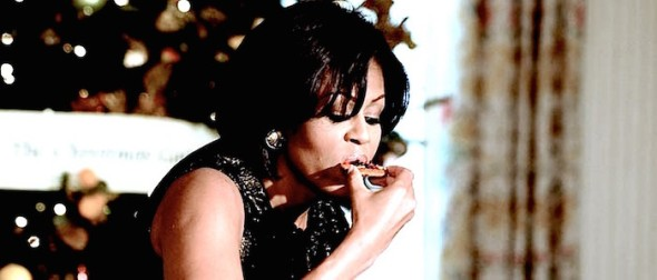 Michelle-Obama-eats-Jewel-Samad-AFP-Getty-Images