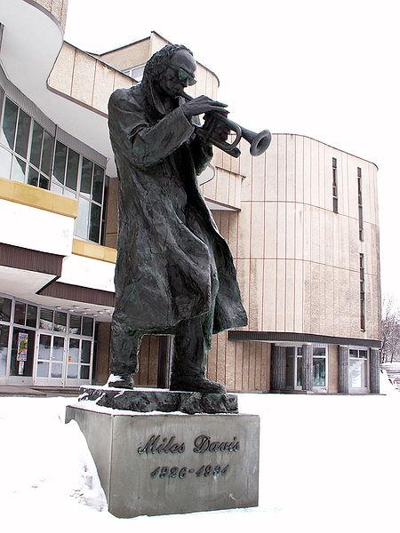 Miles-Davis-statue