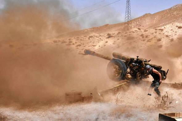 Syrians shelled Islamic State positions near Palmyra, where the militants were retreating from the historic city they seized Saturday. Photo: Agence France-Presse/Getty Images