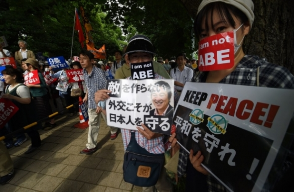 1406-world-tokyo-japan_military_protest_620_406_100