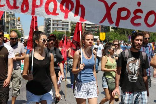 1436961137-greeks-protest-new-austerity-measures-as-parliament-set-to-vote_8116001