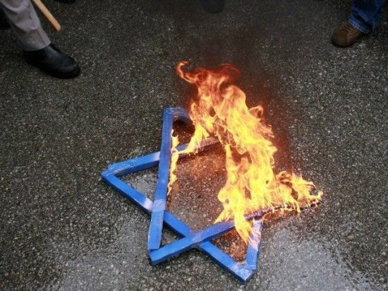 burning-Star-of-David-anti-Semitism-Reuters-640x480
