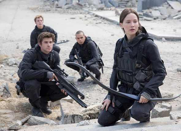 jennifer-lawrence-liam-hemsworth-mockingjay-part-2