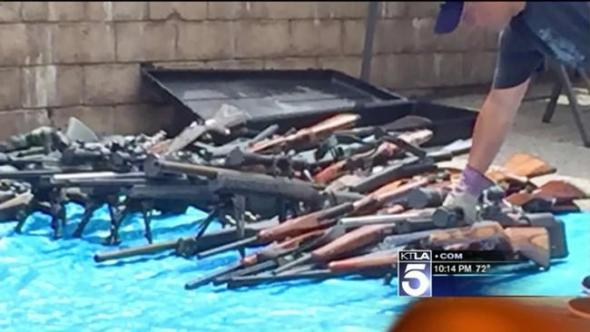 la-1-200-guns-found-in-home-after-discovery-of-man-s-body-in-car-lapd-20150721