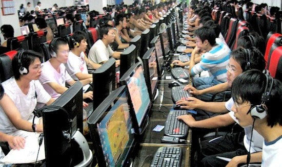 chinese-internet-users-in-internet-cafe-1024x609