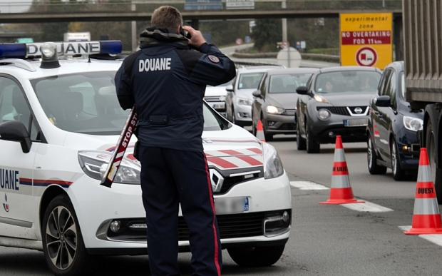 Police and customs officers control vehicles on November 14, 2015 at the France-Belgium border at Neuville-en-Ferrain