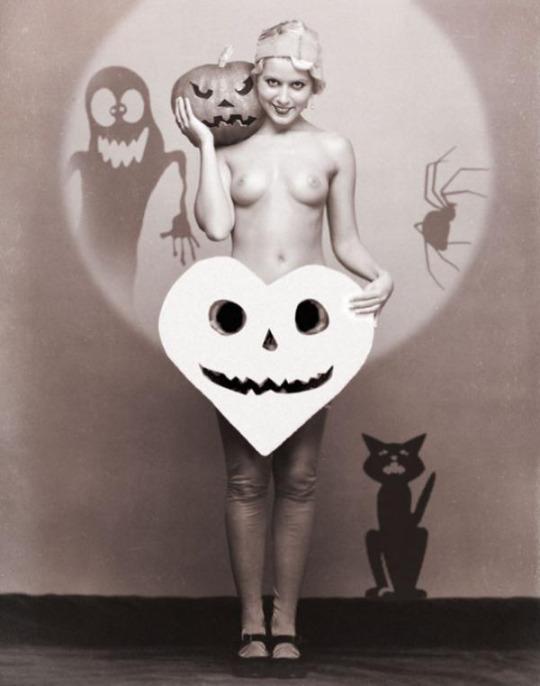 Halloween Pin-up2
