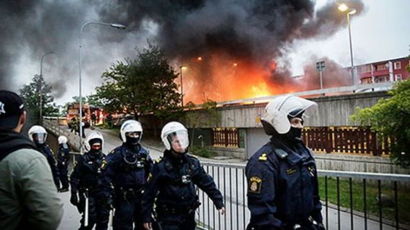 Sweden, the future of Europe: people stock up on fire arms, police recommend vigilante groups…