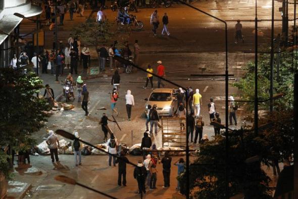 venezuela-protest-barricade-march-13