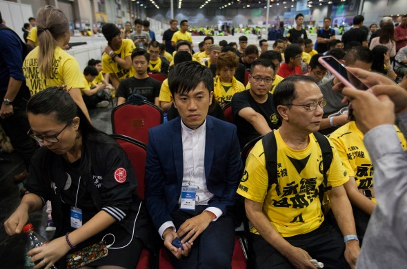 Cheng Chung-tai speaks to supporters in Hong Kong elections