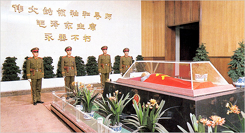 mao-coffin_in_mausoleum-old_postcard
