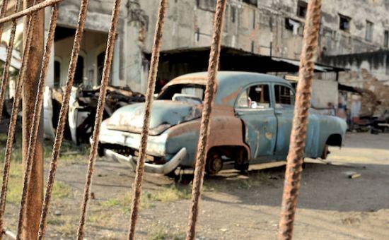 vehicle-scrapyard-havana-la-habana-cuba-4