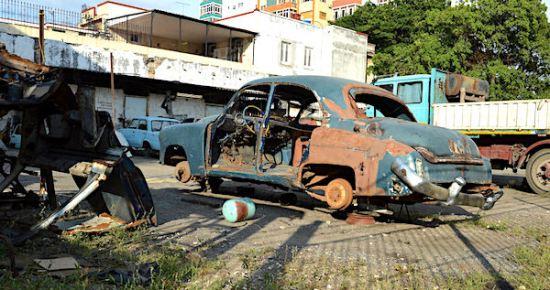 vehicle-scrapyard-havana-la-habana-cuba-6
