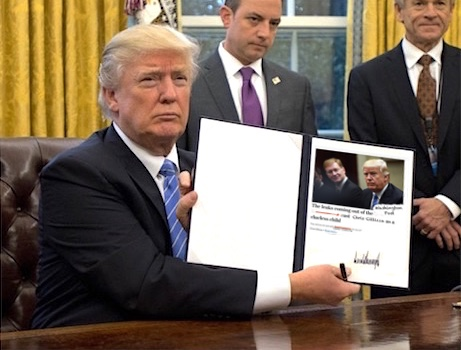 trump-showing-sign3.jpg
