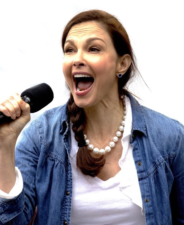 ashley-judd-yelling-lrg.jpg